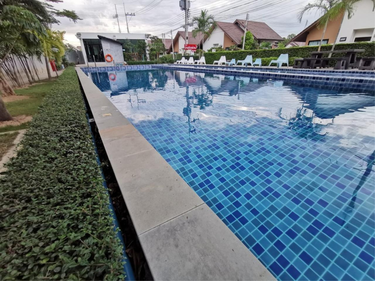 Signature Realty ( Thailand ) Co Ltd Agency's  3 Bedroom House w/Pool for Sale - The Maple Pattaya 3