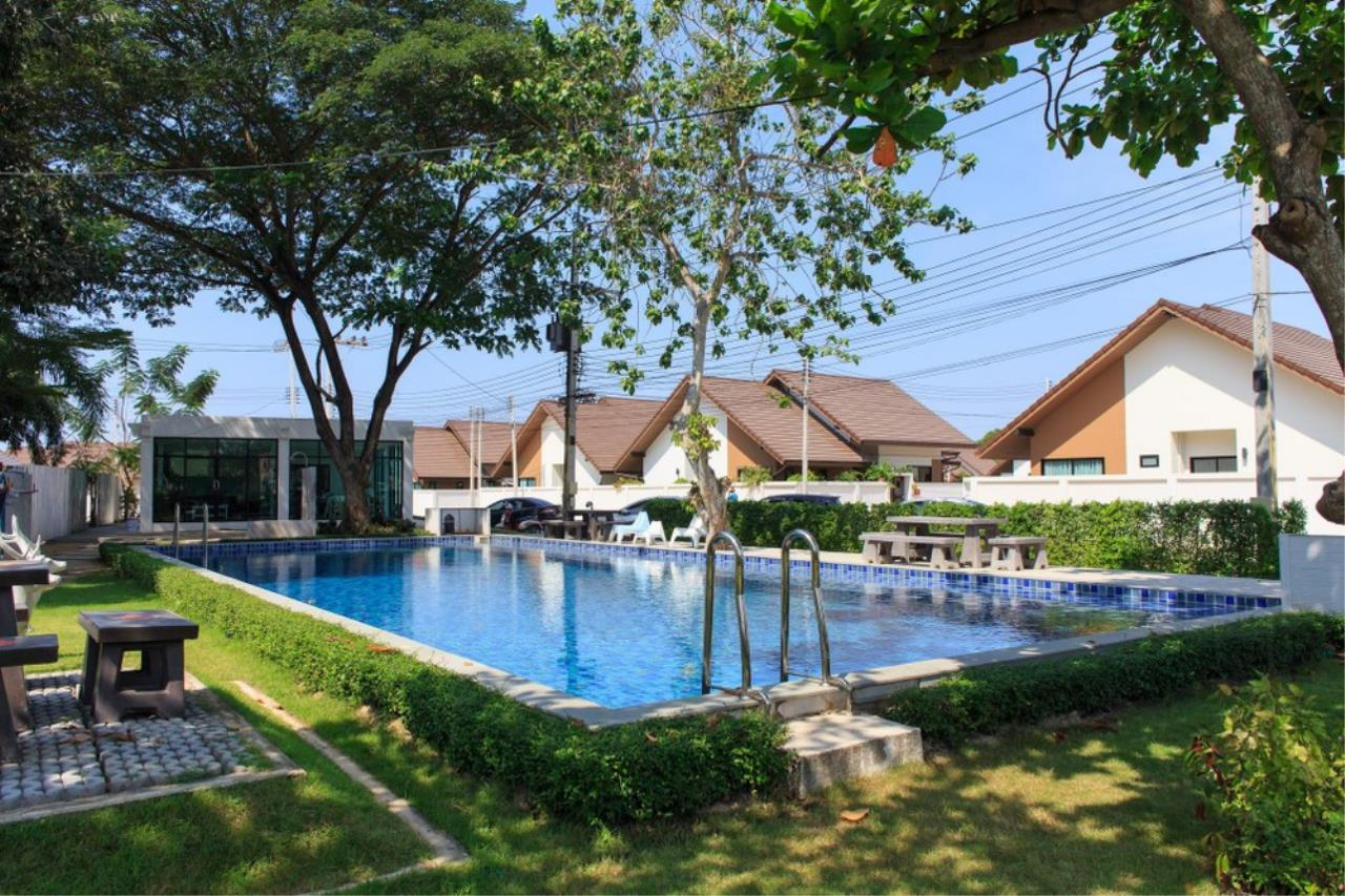 Signature Realty ( Thailand ) Co Ltd Agency's 4 Bedroom House w/Pool for Sale - The Maple Pattaya 4