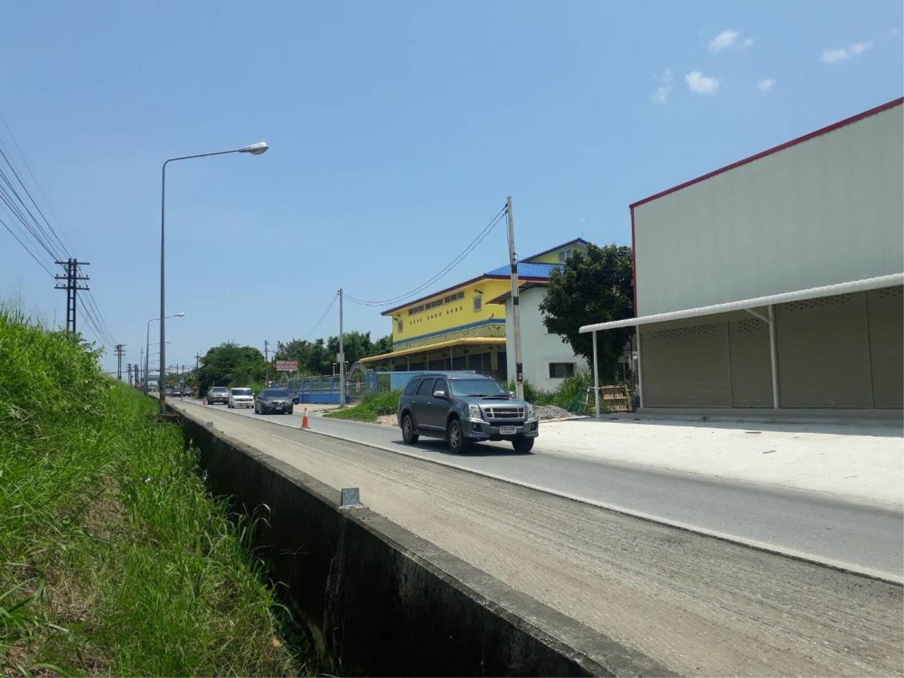Signature Realty ( Thailand ) Co Ltd Agency's Commercial Building for SALE with tenant - Railway Line Chaiyapornvithi 4