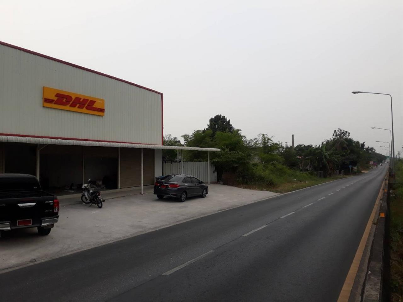Signature Realty ( Thailand ) Co Ltd Agency's Commercial Building for SALE with tenant - Railway Line Chaiyapornvithi 2
