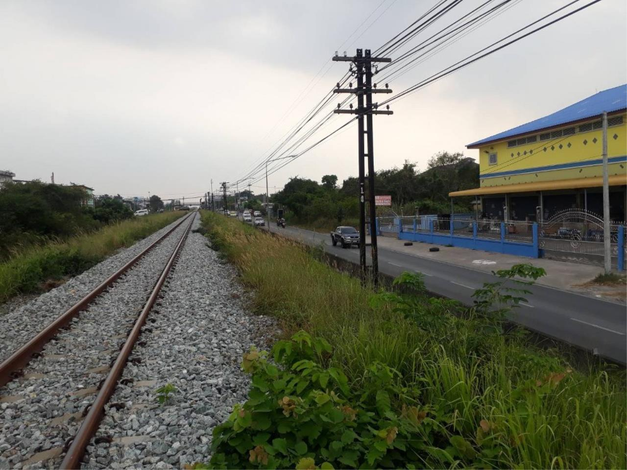 Signature Realty ( Thailand ) Co Ltd Agency's Commercial Building for SALE with tenant - Railway Line Chaiyapornvithi 8