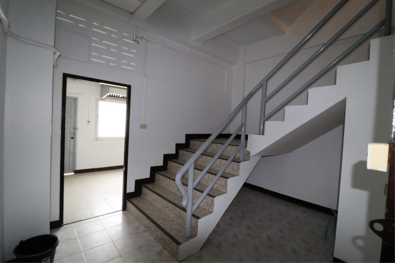 Signature Realty ( Thailand ) Co Ltd Agency's Shophouse 4 Bedroom 5 Bathroom for SALE - Soi Teedin  9