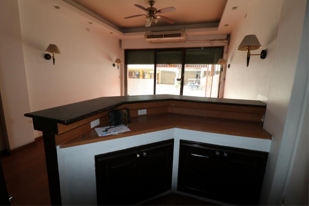 Signature Realty ( Thailand ) Co Ltd Agency's Shophouse 4 Bedroom 5 Bathroom for SALE - Soi Teedin  11
