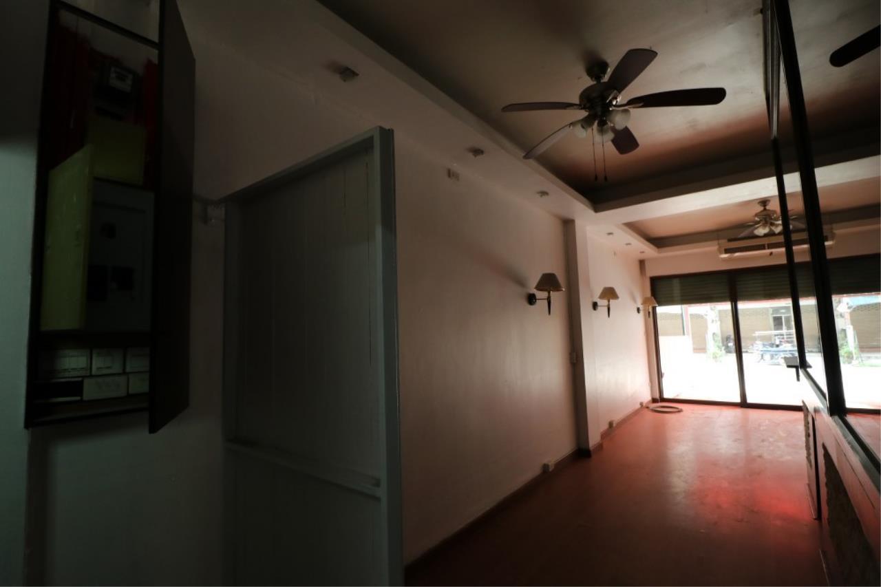 Signature Realty ( Thailand ) Co Ltd Agency's Shophouse 4 Bedroom 5 Bathroom for SALE - Soi Teedin  12