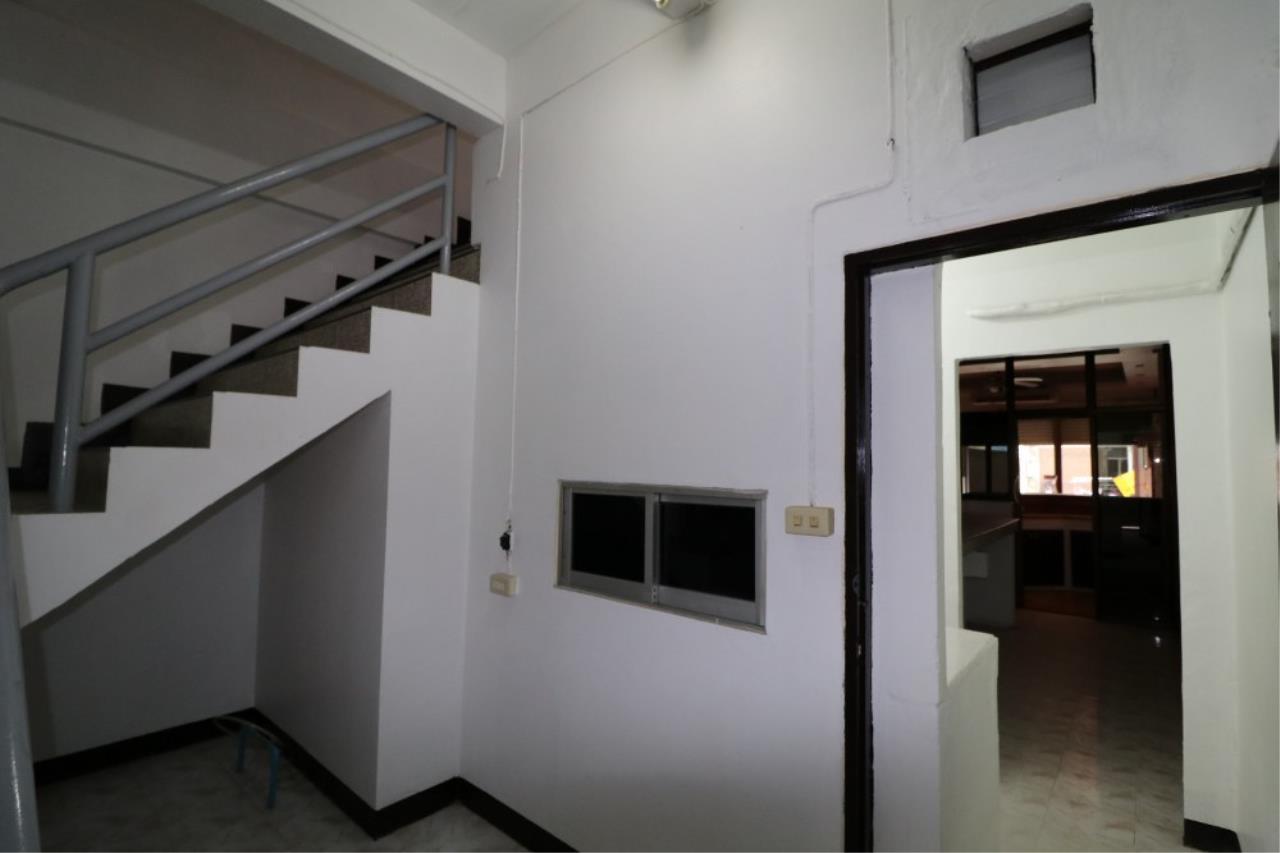 Signature Realty ( Thailand ) Co Ltd Agency's Shophouse 4 Bedroom 5 Bathroom for SALE - Soi Teedin  13