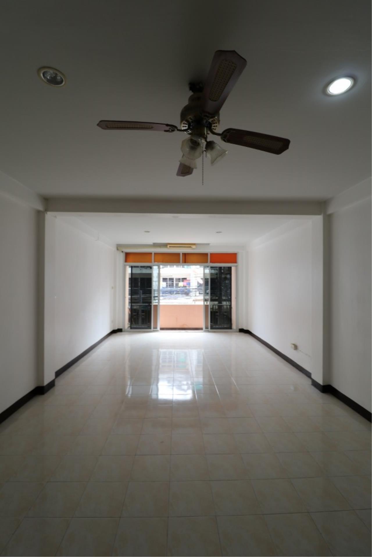 Signature Realty ( Thailand ) Co Ltd Agency's Shophouse 4 Bedroom 5 Bathroom for SALE - Soi Teedin  15