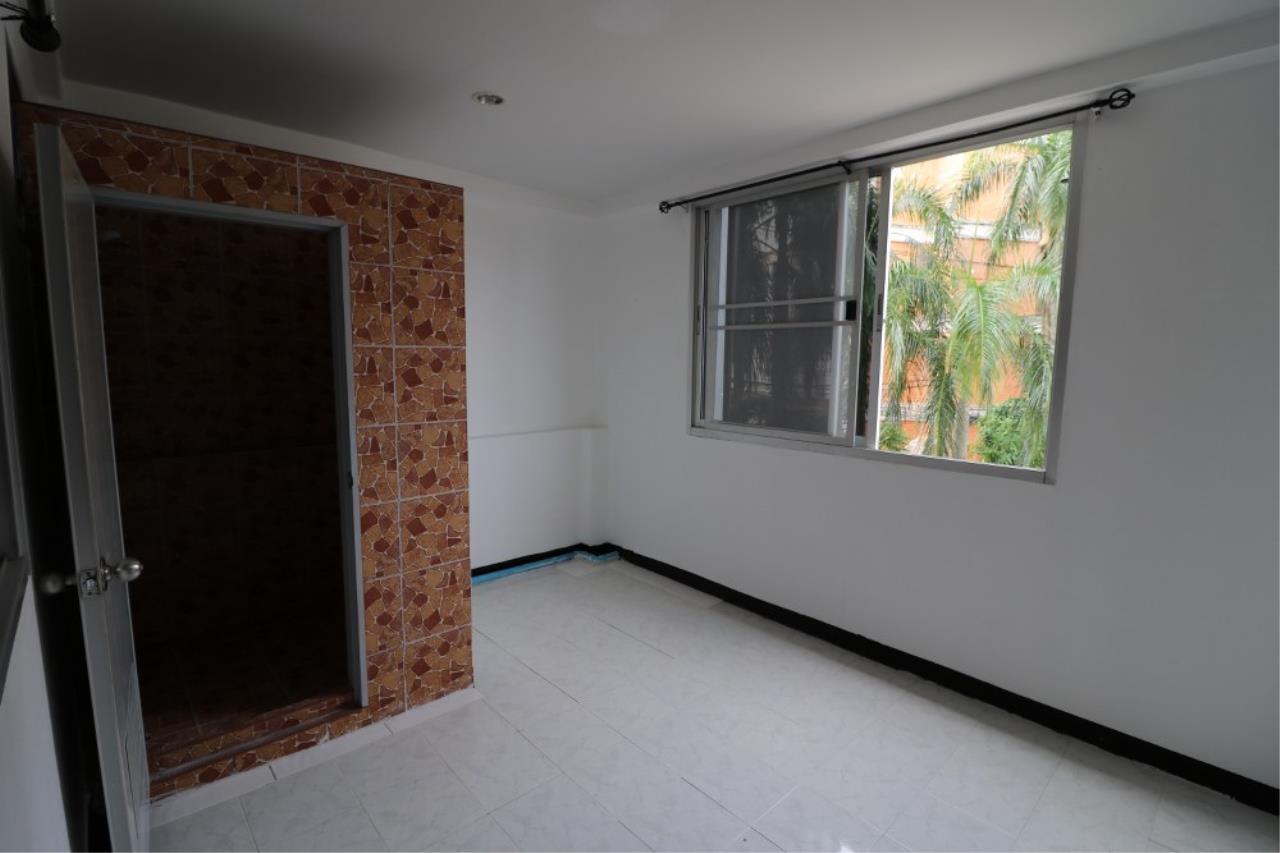 Signature Realty ( Thailand ) Co Ltd Agency's Shophouse 4 Bedroom 5 Bathroom for SALE - Soi Teedin  16