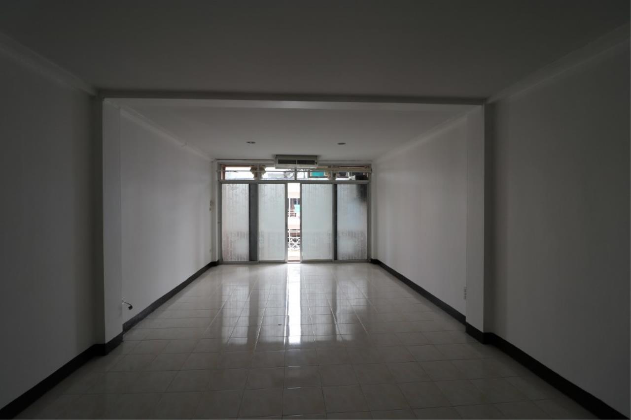 Signature Realty ( Thailand ) Co Ltd Agency's Shophouse 4 Bedroom 5 Bathroom for SALE - Soi Teedin  21