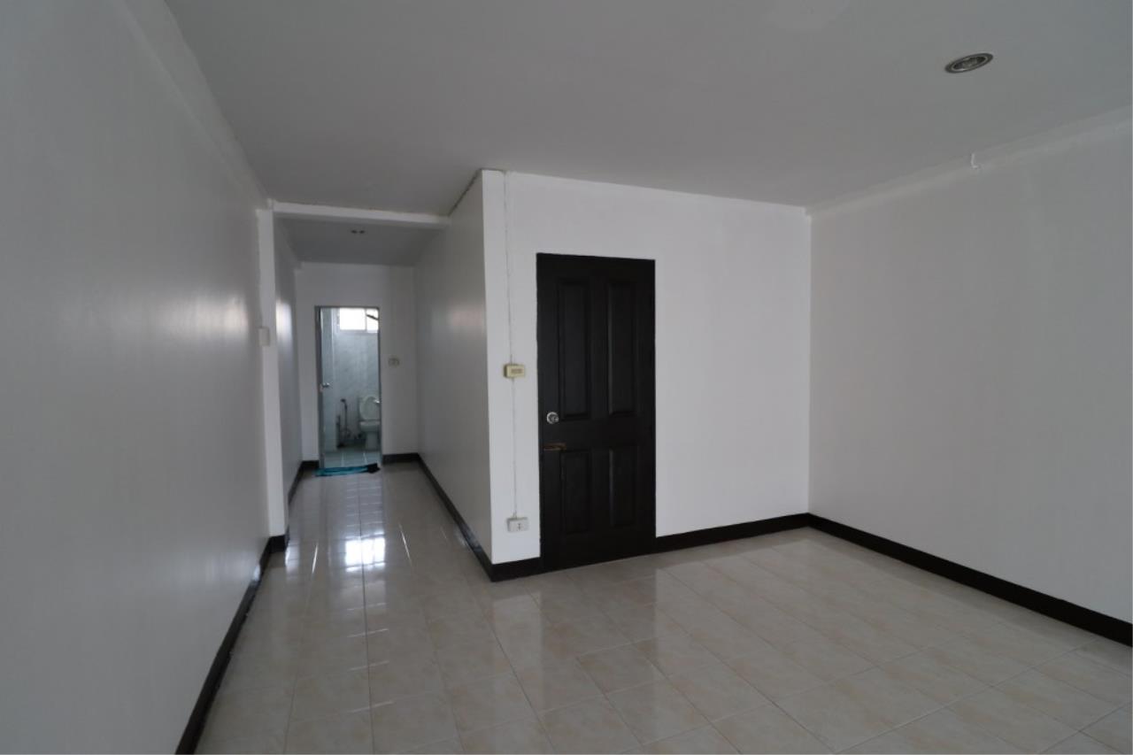 Signature Realty ( Thailand ) Co Ltd Agency's Shophouse 4 Bedroom 5 Bathroom for SALE - Soi Teedin  22