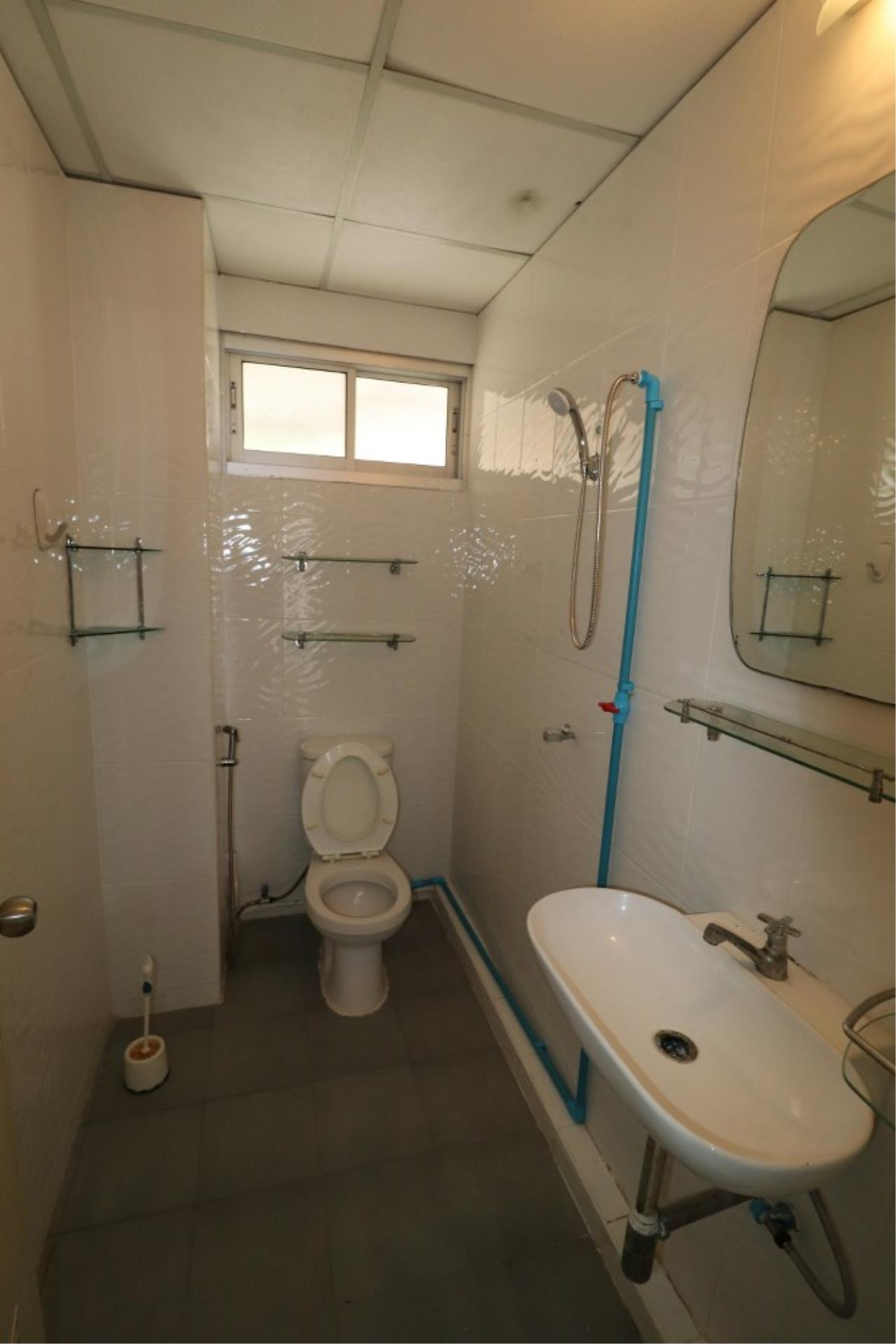 Signature Realty ( Thailand ) Co Ltd Agency's Shophouse 4 Bedroom 5 Bathroom for SALE - Soi Teedin  25