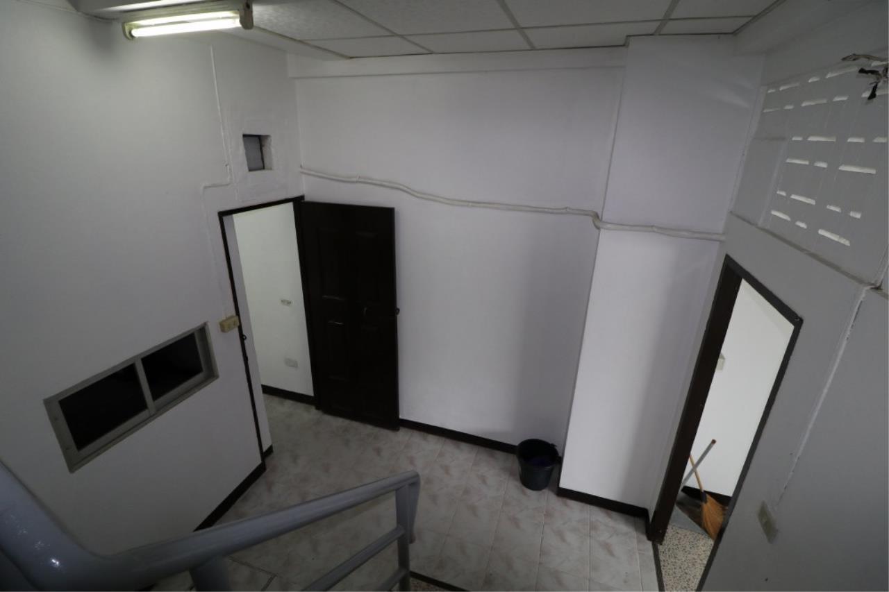 Signature Realty ( Thailand ) Co Ltd Agency's Shophouse 4 Bedroom 5 Bathroom for SALE - Soi Teedin  26