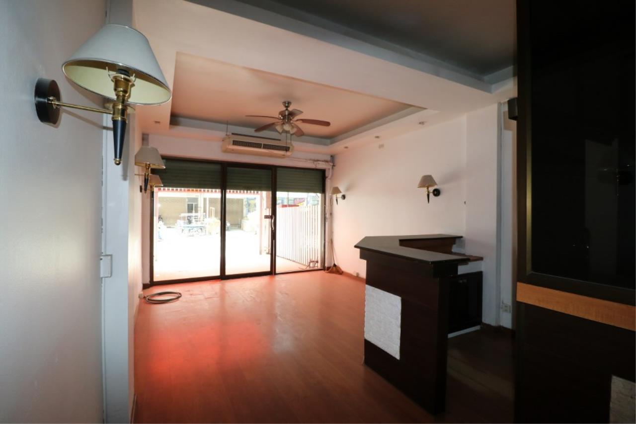 Signature Realty ( Thailand ) Co Ltd Agency's Shophouse 4 Bedroom 5 Bathroom for SALE - Soi Teedin  27