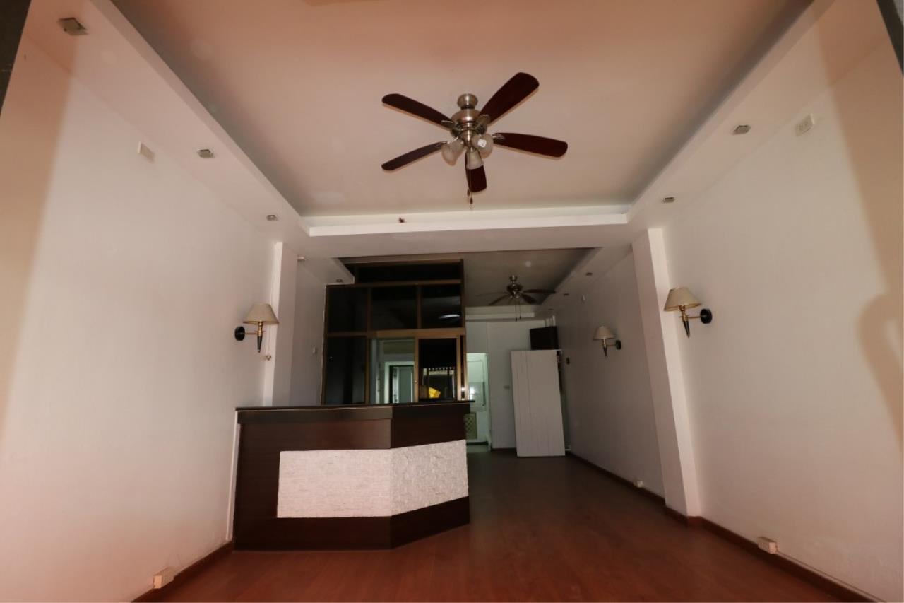 Signature Realty ( Thailand ) Co Ltd Agency's Shophouse 4 Bedroom 5 Bathroom for SALE - Soi Teedin  28