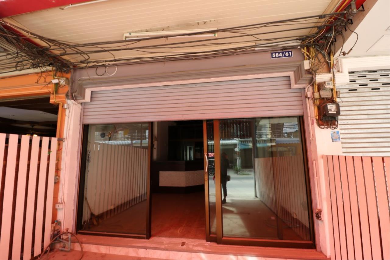 Signature Realty ( Thailand ) Co Ltd Agency's Shophouse 4 Bedroom 5 Bathroom for SALE - Soi Teedin  29
