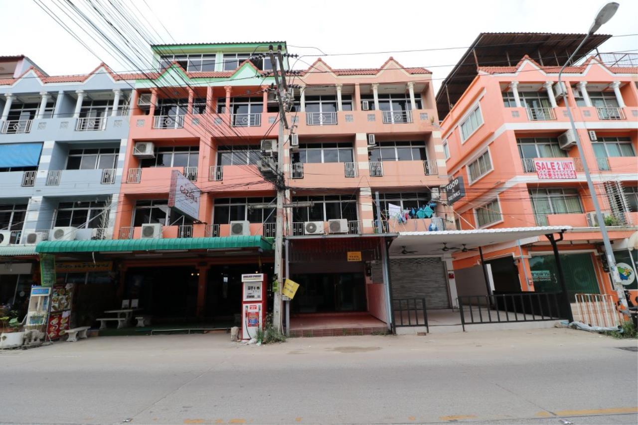 Signature Realty ( Thailand ) Co Ltd Agency's Shophouse 4 Bedroom 5 Bathroom for SALE - Soi Teedin  1