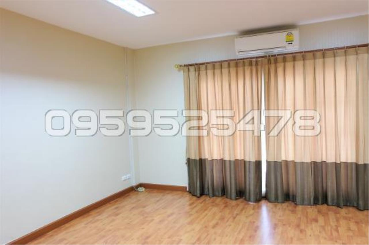 Agent - Anisiri Agency's Homeoffice for sale at Ramkamheang road, near MRT orange line 22