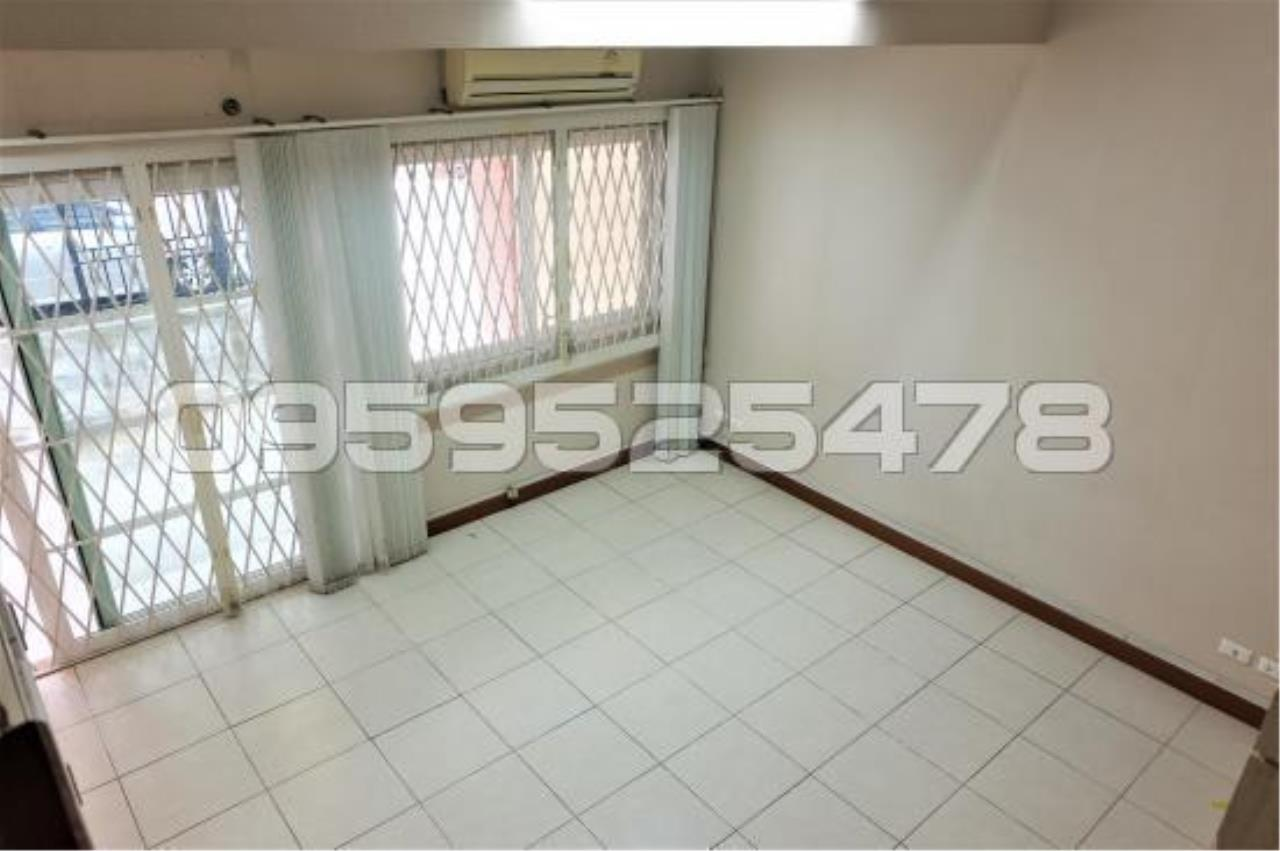 Agent - Anisiri Agency's Homeoffice for sale at Ramkamheang road, near MRT orange line 4
