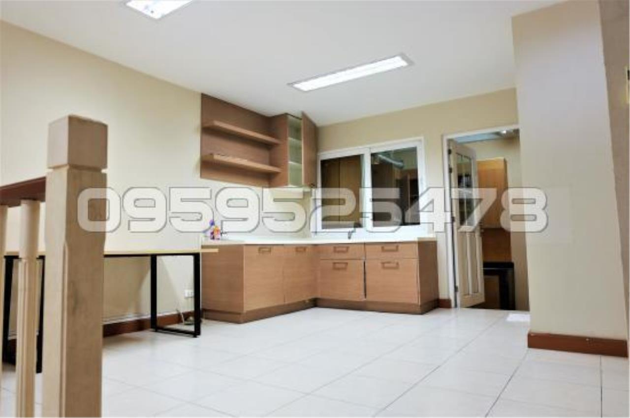 Agent - Anisiri Agency's Homeoffice for sale at Ramkamheang road, near MRT orange line 5