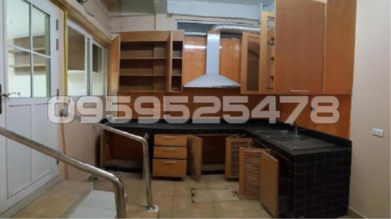 Agent - Anisiri Agency's Homeoffice for sale at Ramkamheang road, near MRT orange line 9