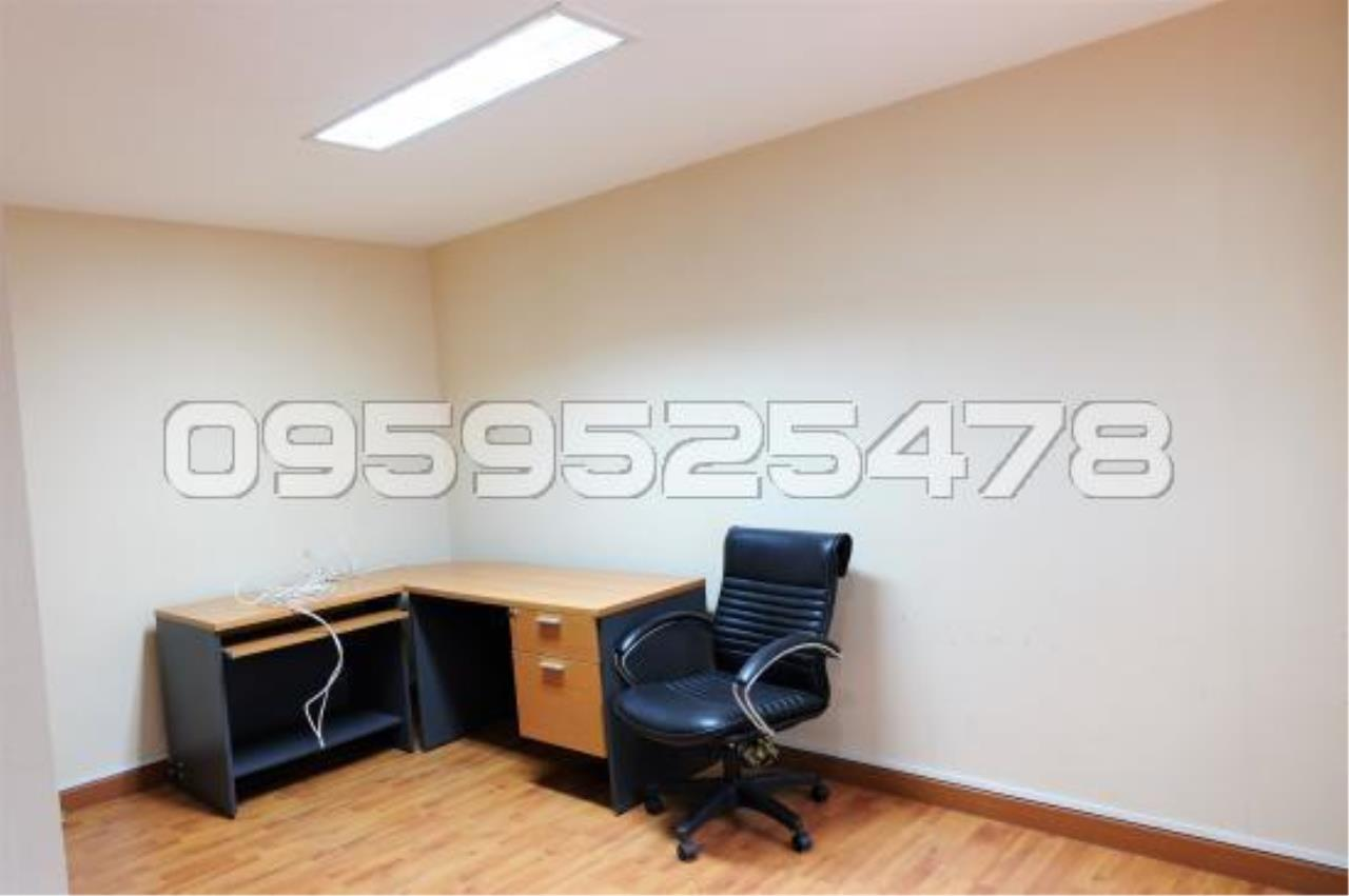 Agent - Anisiri Agency's Homeoffice for sale at Ramkamheang road, near MRT orange line 15