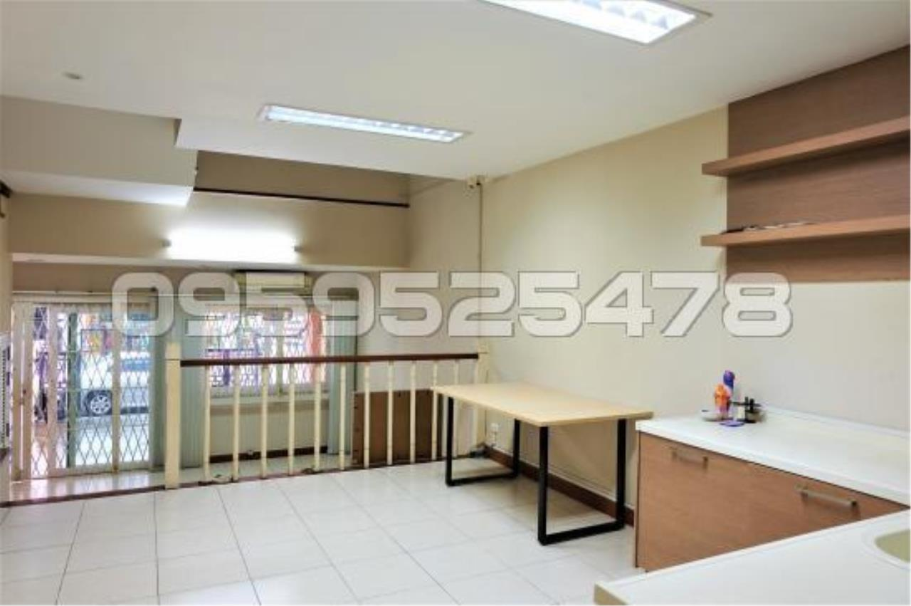 Agent - Anisiri Agency's Homeoffice for sale at Ramkamheang road, near MRT orange line 7
