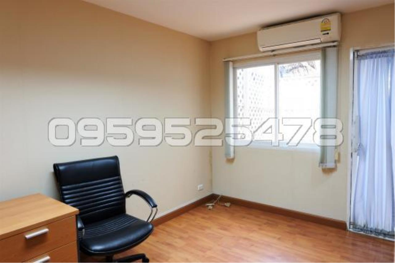 Agent - Anisiri Agency's Homeoffice for sale at Ramkamheang road, near MRT orange line 16