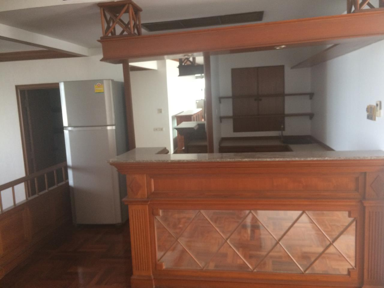 RE/MAX BestLife Agency's Charter House 3+1 Bedrooms, 75K, 320SQM Phrom Pong 2
