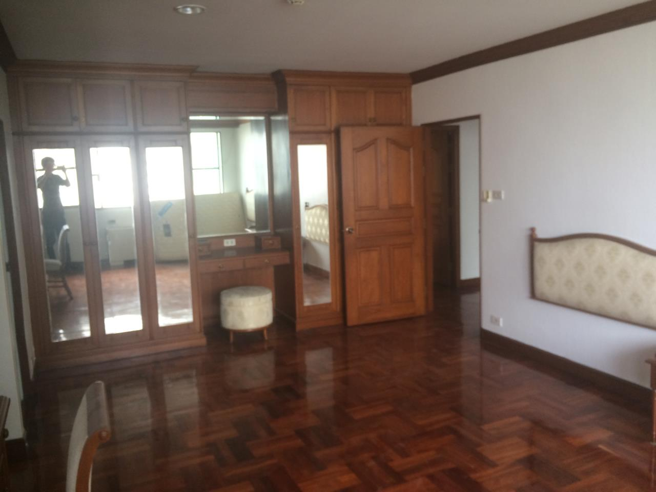 RE/MAX BestLife Agency's Charter House 3+1 Bedrooms, 75K, 320SQM Phrom Pong 5