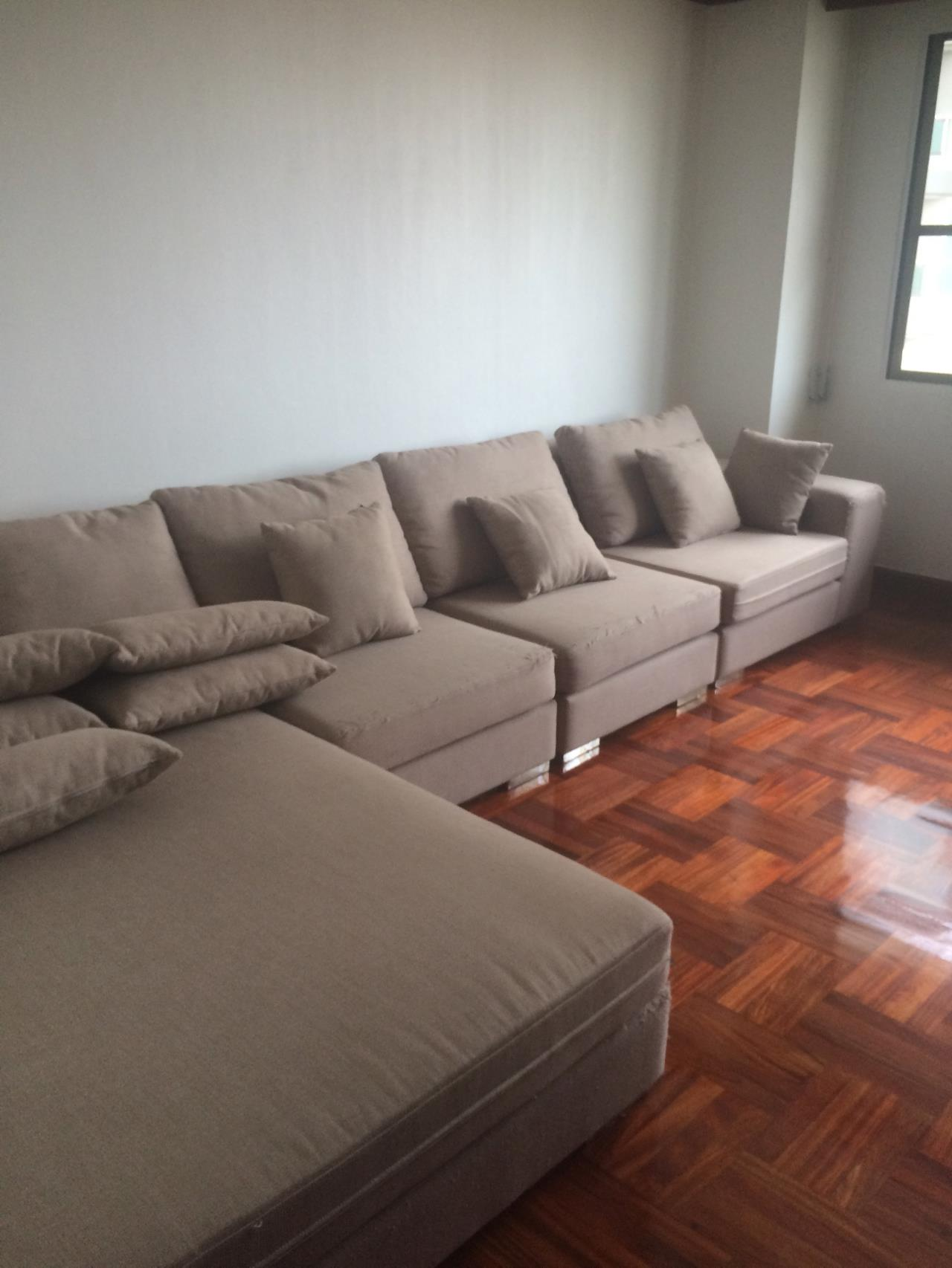 RE/MAX BestLife Agency's Charter House 3+1 Bedrooms, 75K, 320SQM Phrom Pong 7
