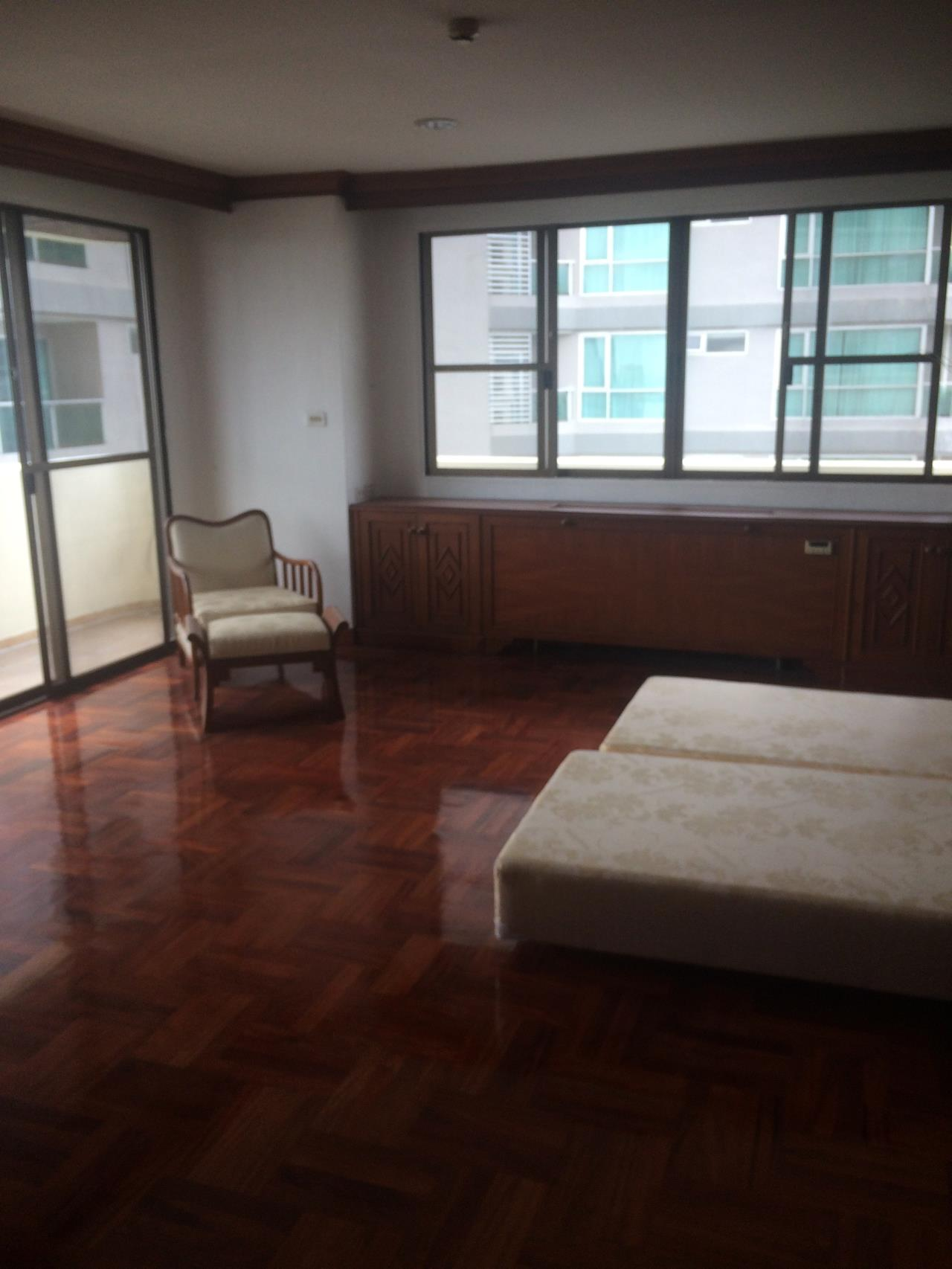 RE/MAX BestLife Agency's Charter House 3+1 Bedrooms, 75K, 320SQM Phrom Pong 6