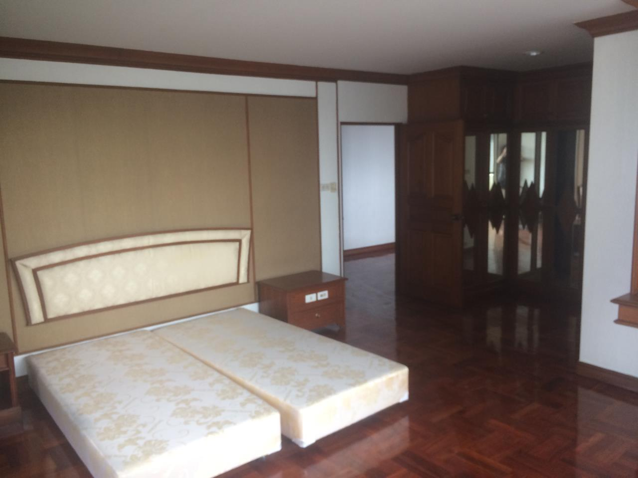 RE/MAX BestLife Agency's Charter House 3+1 Bedrooms, 75K, 320SQM Phrom Pong 8
