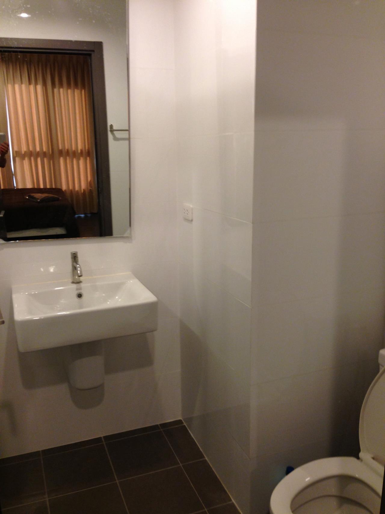 RE/MAX BestLife Agency's Base Park East, Rent 1 Bedroom On NUt 5