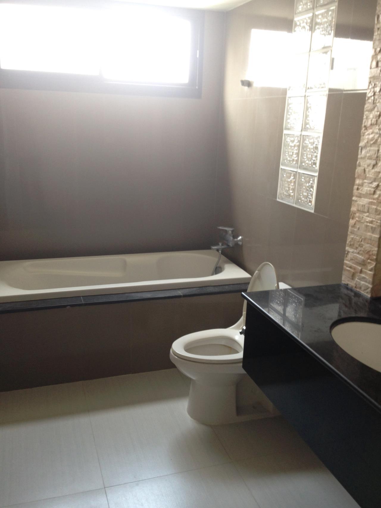 RE/MAX BestLife Agency's Prime Mansion Rent 2 Bedroom Phrom Pong 5