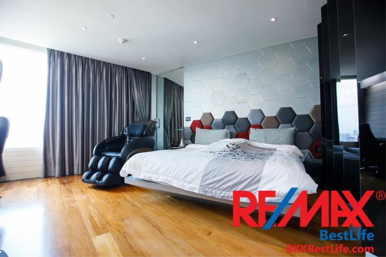 RE/MAX BestLife Agency's Watermark Chaophraya River Sale 4 Bedrooms Charoen Nakohn 4