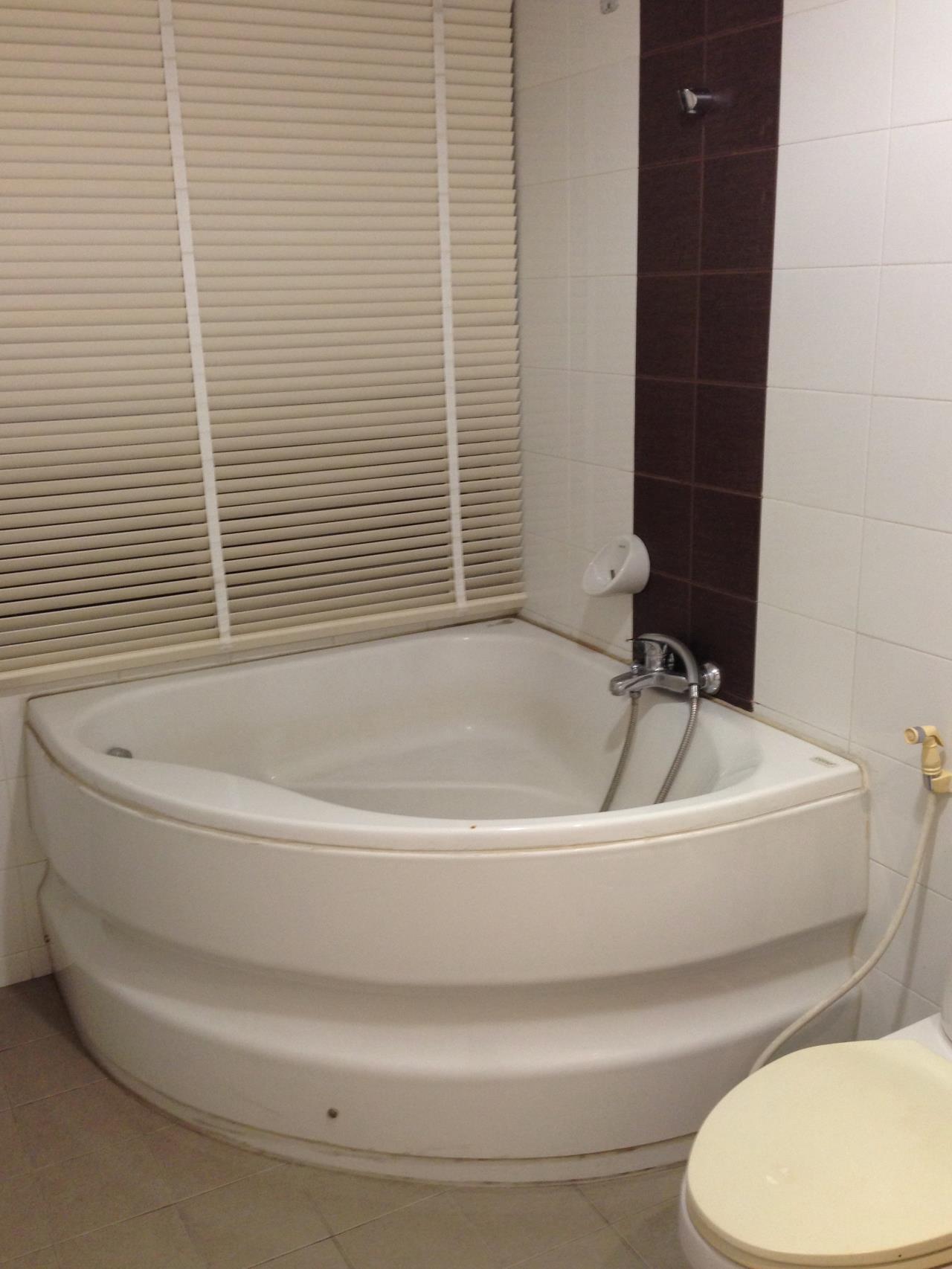 RE/MAX BestLife Agency's Link 5 Rent 2 Bedroom Duplex On Nut 13352180317 11