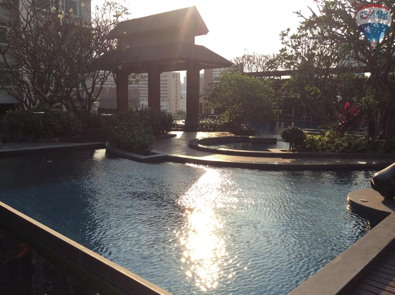 RE/MAX BestLife Agency's Sale Circle Petchaburi 1bedroom 47sqm. swiming pool view  12