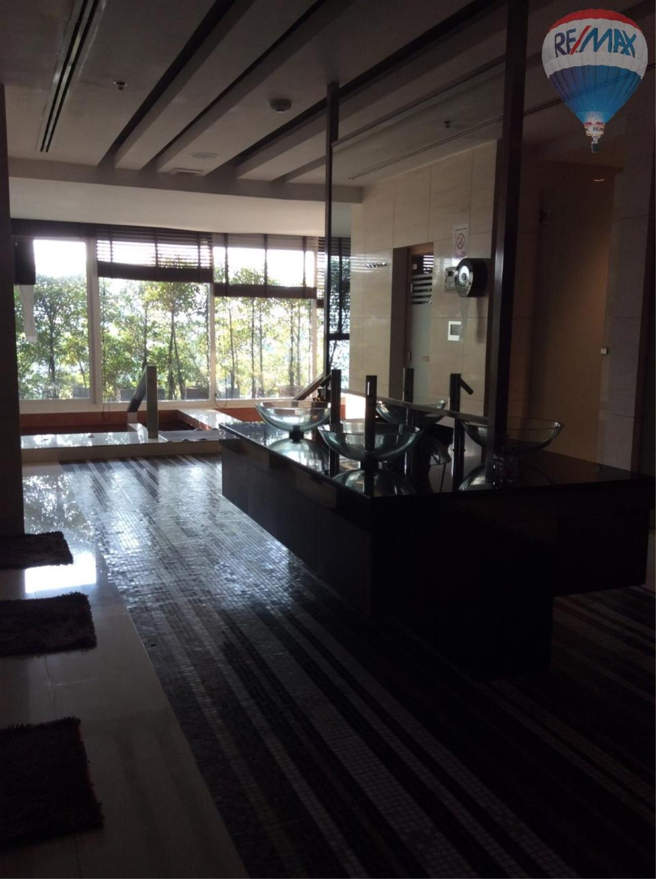 RE/MAX BestLife Agency's Sale Circle Petchaburi 1bedroom 47sqm. swiming pool view  13