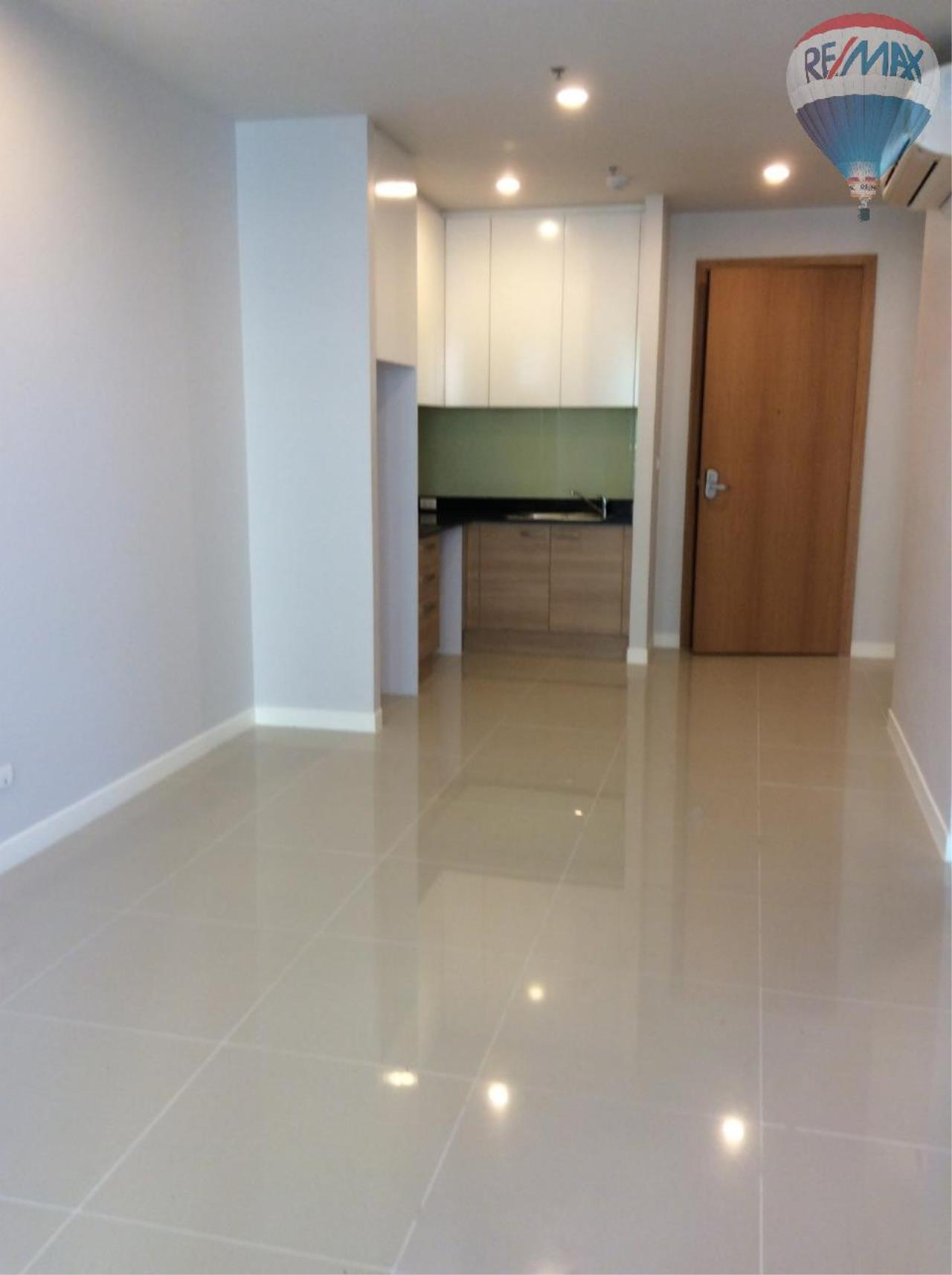 RE/MAX BestLife Agency's Sale Circle Petchaburi 1bedroom 47sqm. swiming pool view  8