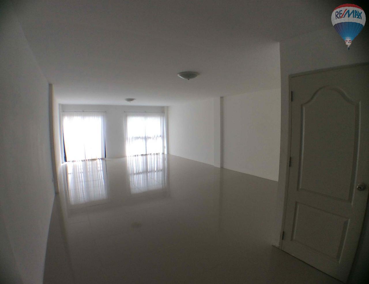 RE/MAX BestLife Agency's The Enter home office for sale on soi Kanchanaphisek 39 10