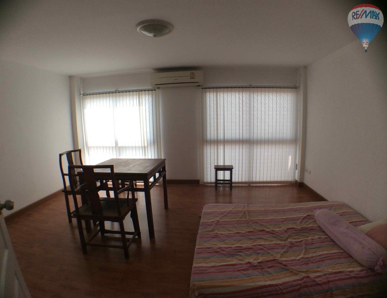 RE/MAX BestLife Agency's The Enter home office for sale on soi Kanchanaphisek 39 14