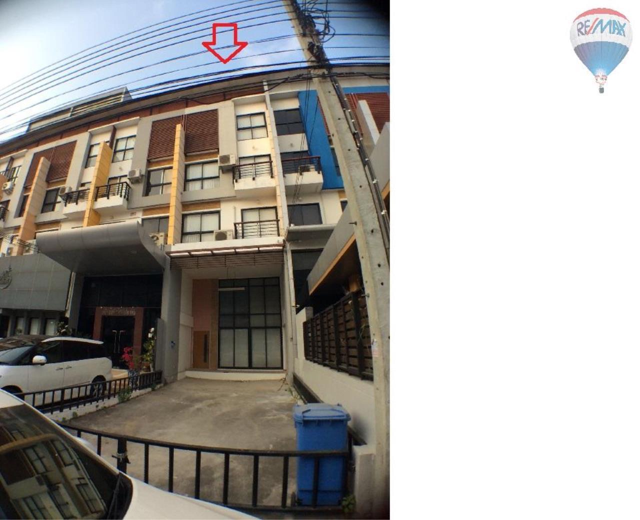 RE/MAX BestLife Agency's The Enter home office for sale on soi Kanchanaphisek 39 2