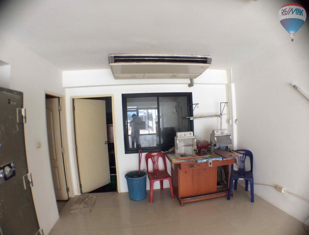 RE/MAX BestLife Agency's The Enter home office for sale on soi Kanchanaphisek 39 5