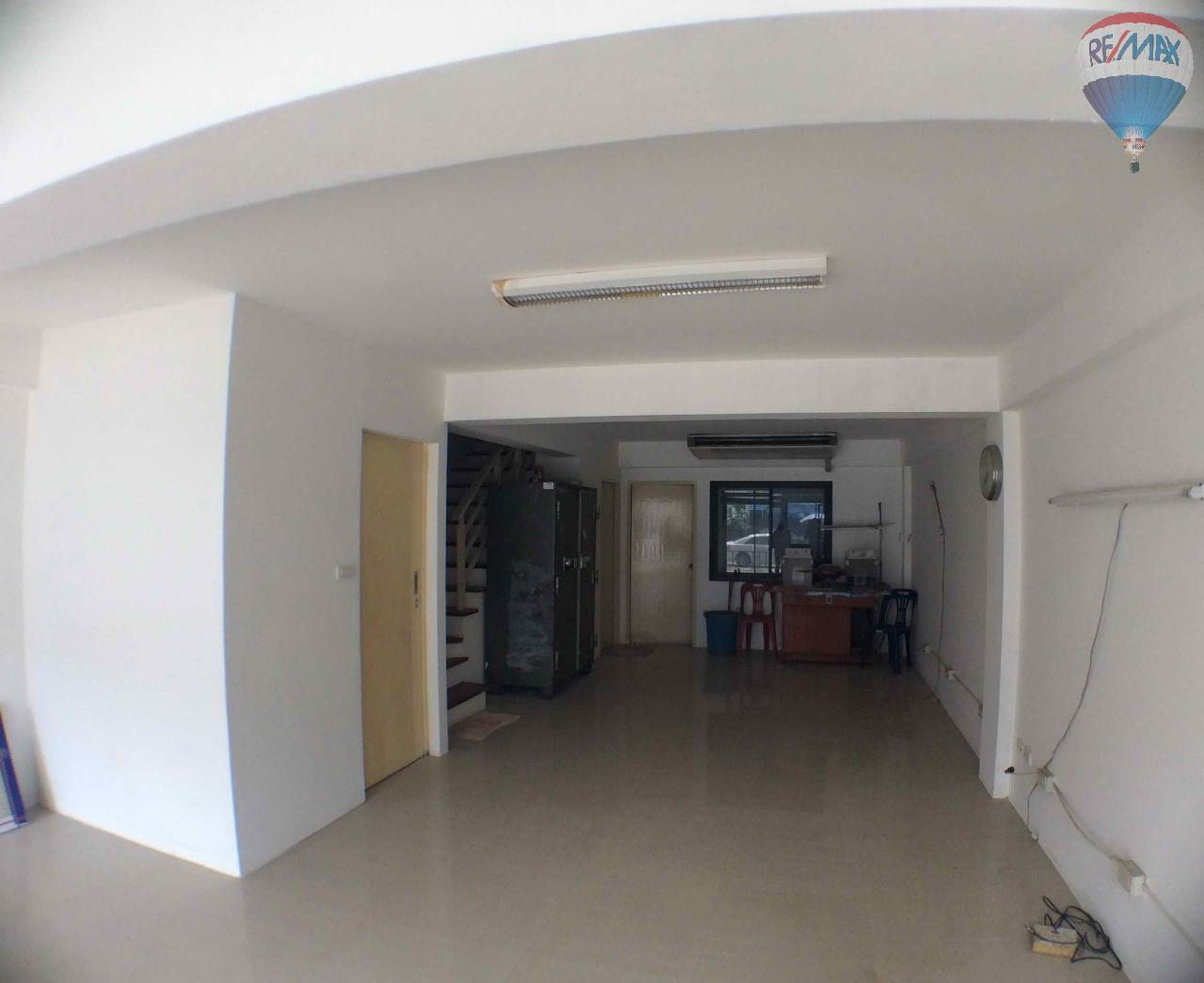 RE/MAX BestLife Agency's The Enter home office for sale on soi Kanchanaphisek 39 6