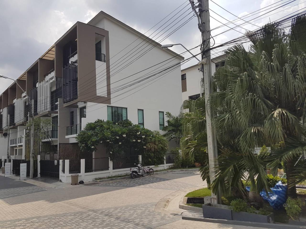 BKK BestLife Real Estate Agency's Bless Town 50 Townhome Sale On Nut 1