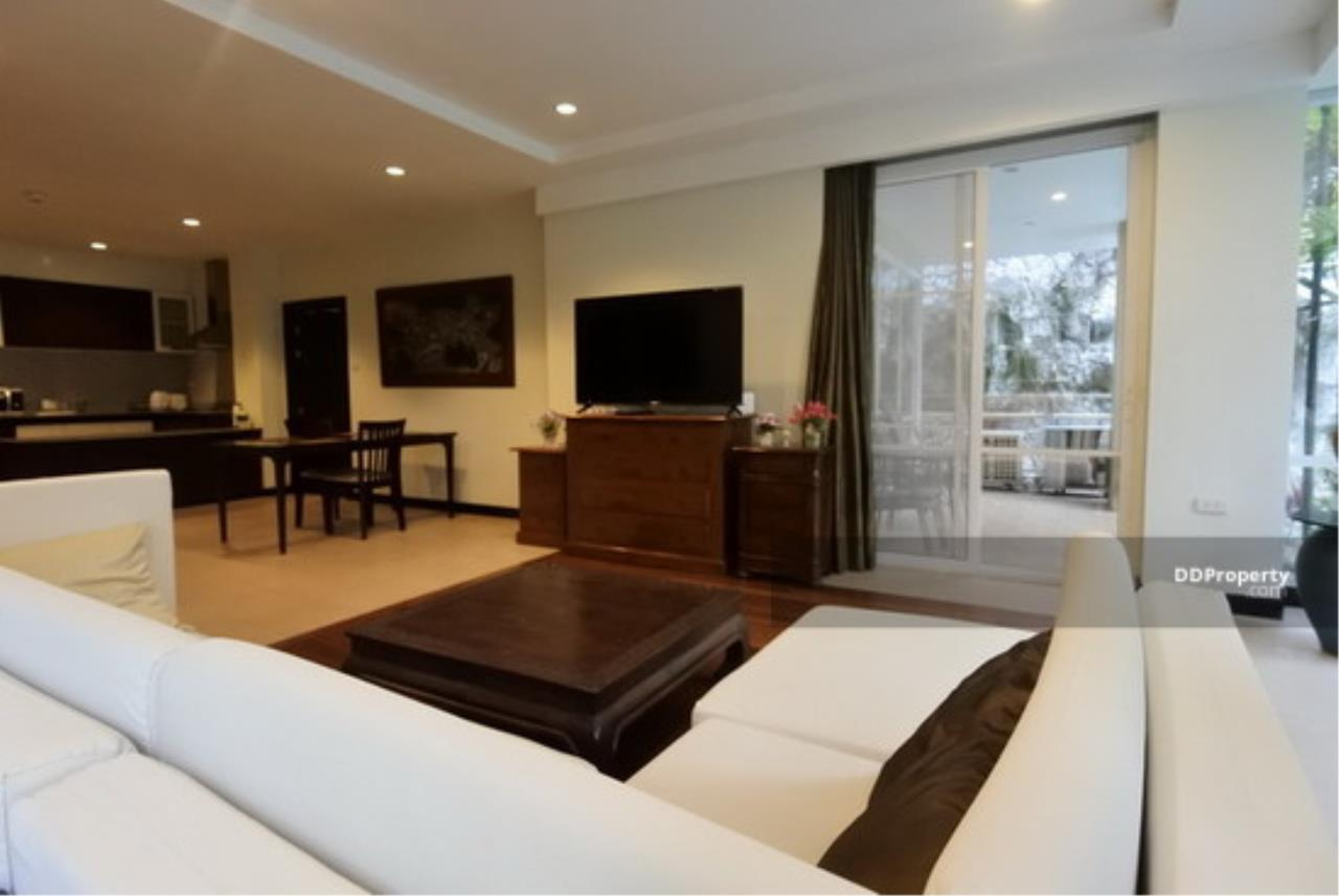 The Agent Property Agency's Karon View Condominium Size 156.25 sqm. Pool View 2 Bed 2 Bath 1 Floors 1 Balcony Wide View Pool Very good room Built-in good location near the beach, only 3 minutes to the beach, Jungceylon for rent, living. 3