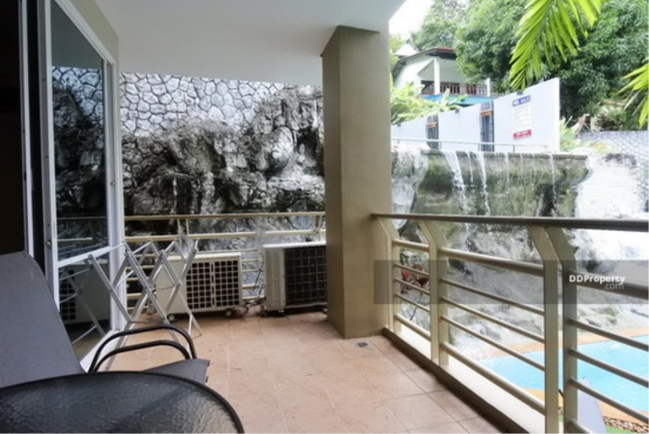 The Agent Property Agency's Karon View Condominium Size 156.25 sqm. Pool View 2 Bed 2 Bath 1 Floors 1 Balcony Wide View Pool Very good room Built-in good location near the beach, only 3 minutes to the beach, Jungceylon for rent, living. 17