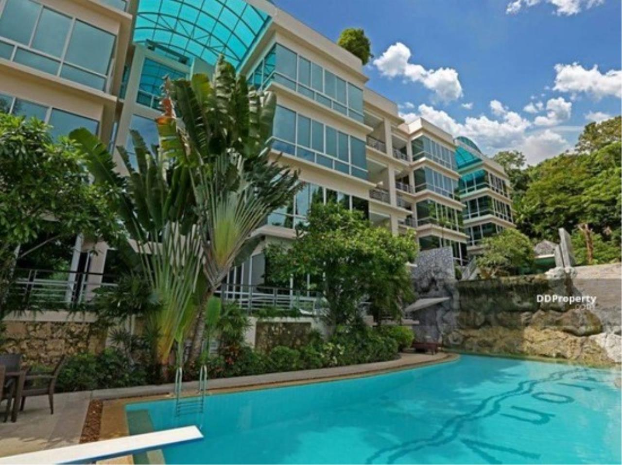 The Agent Property Agency's Karon View Condominium Size 156.25 sqm. Pool View 2 Bed 2 Bath 1 Floors 1 Balcony Wide View Pool Very good room Built-in good location near the beach, only 3 minutes to the beach, Jungceylon for rent, living. 19