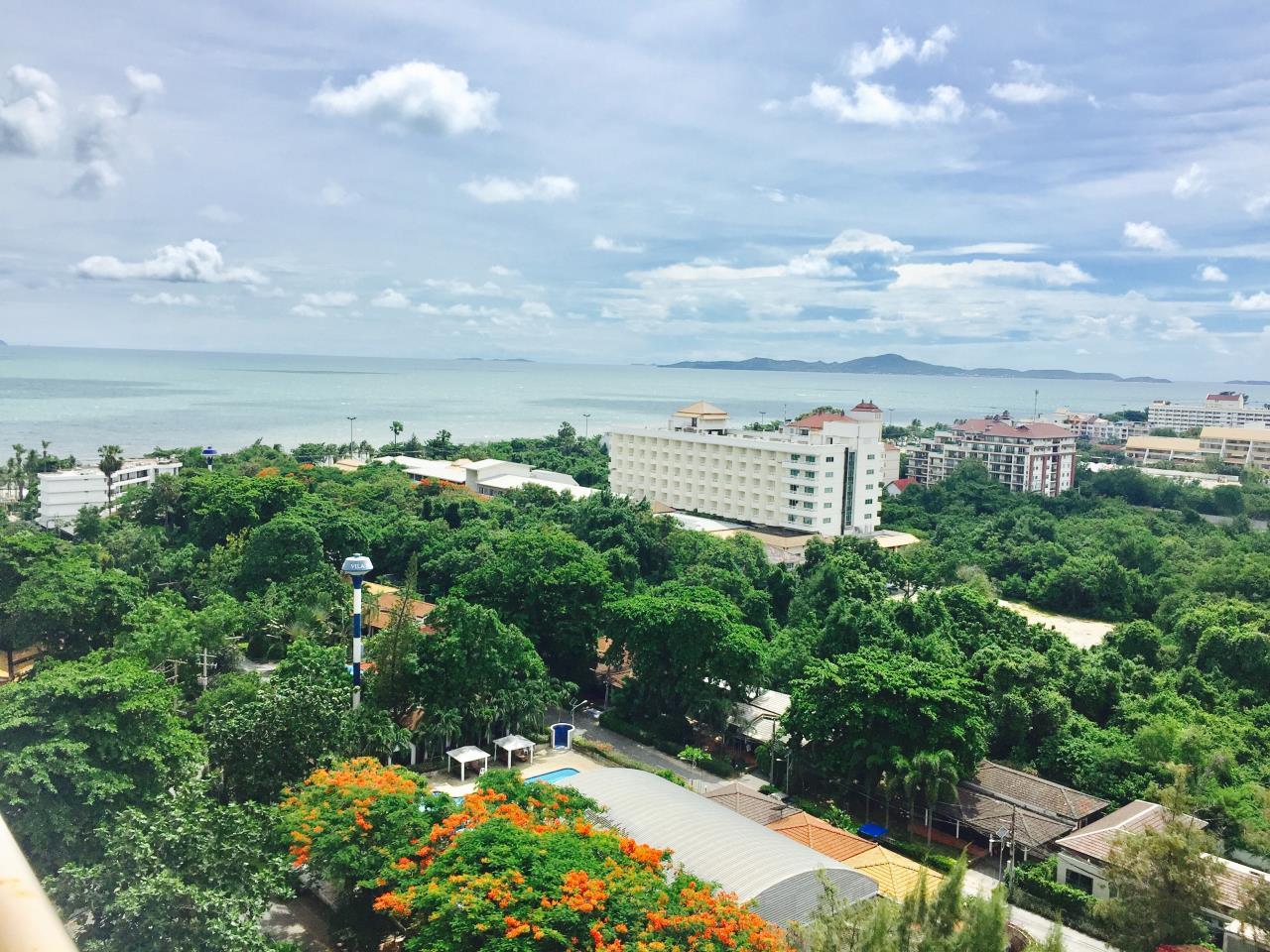 Immobilien Pattaya Agency's Jomtien Beach Condo S2, 32 Sqm. Studio, Sea View, Foreigner Quota 15