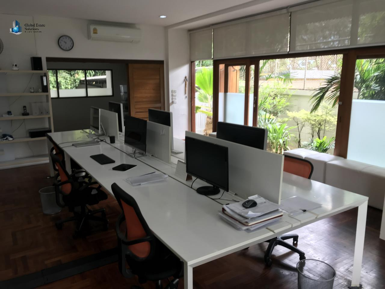Bangkok Property Solutions Co., Ltd. Agency's Office Space Sukhumvit 8 5