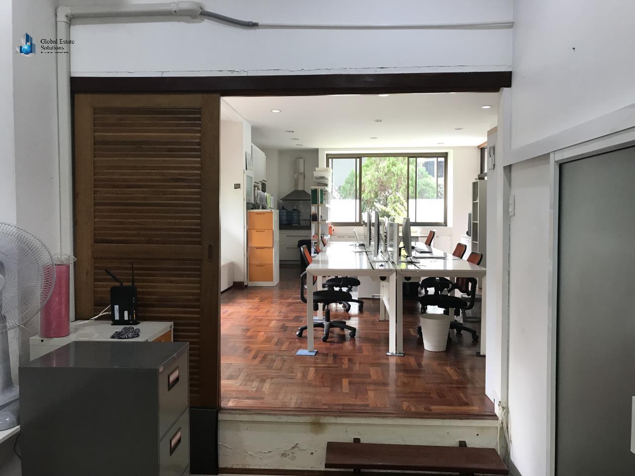 Bangkok Property Solutions Co., Ltd. Agency's Office Space Sukhumvit 8 4